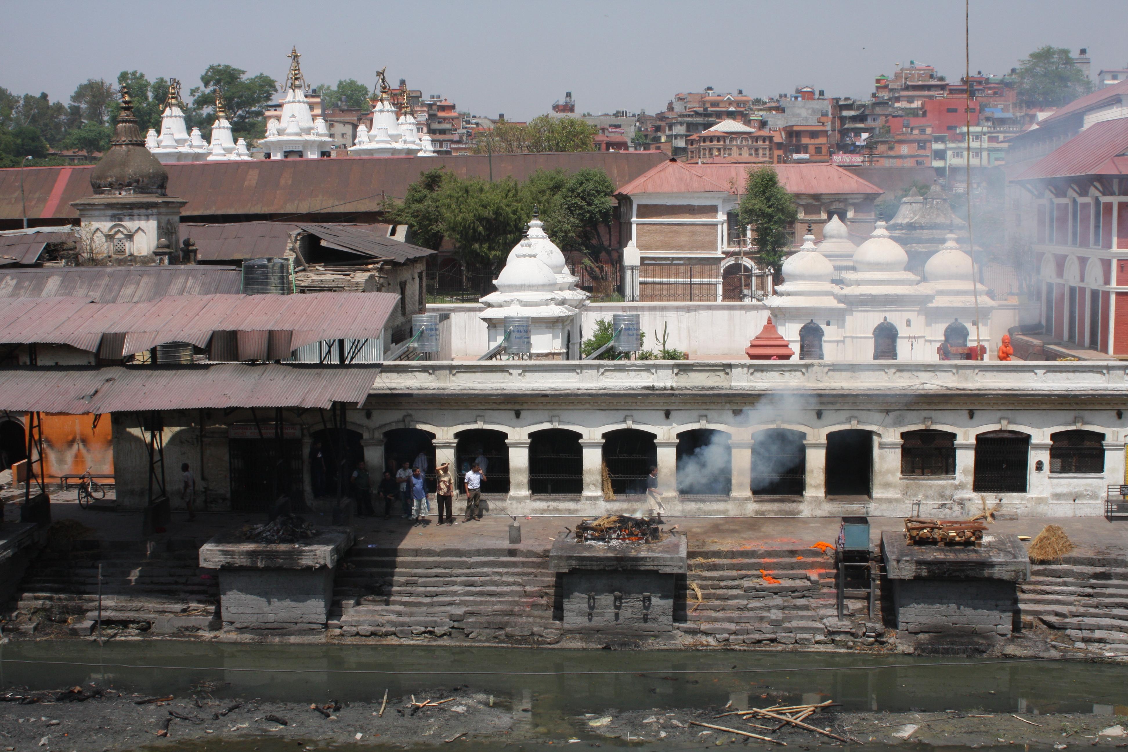 Pashupatinath, eine Verbrennungsstätte in Kathmandu